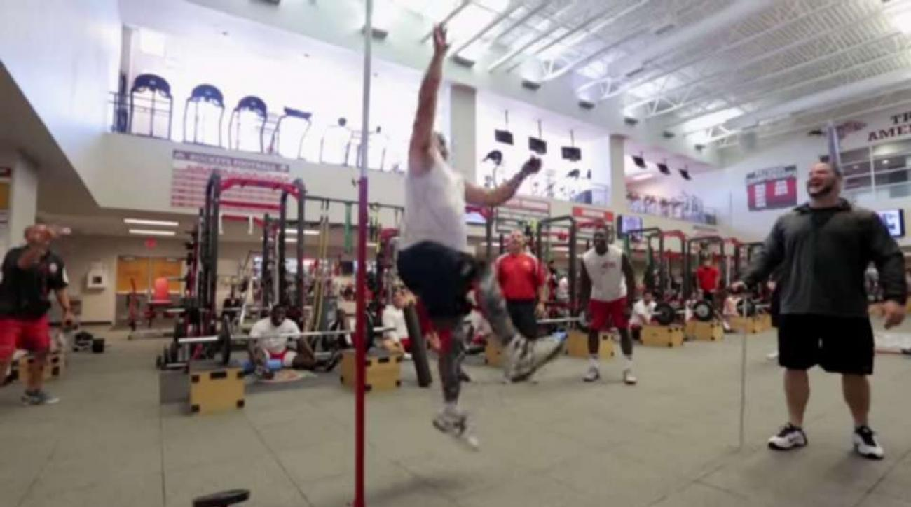 Ohio State TE coach undergoes NFL pro day in new video