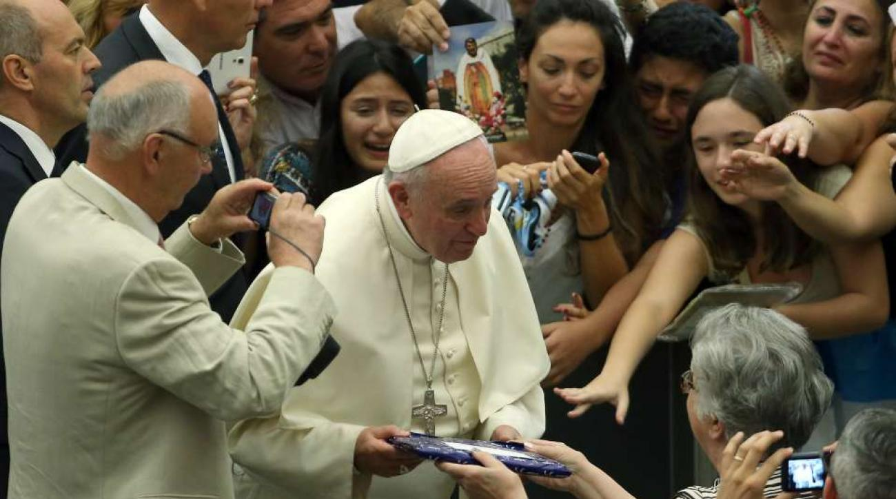 Pope Francis Philadelphia Eagles Sam Bradford petition