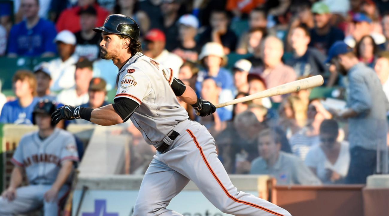 Giants' Angel Pagan on DL with knee injury