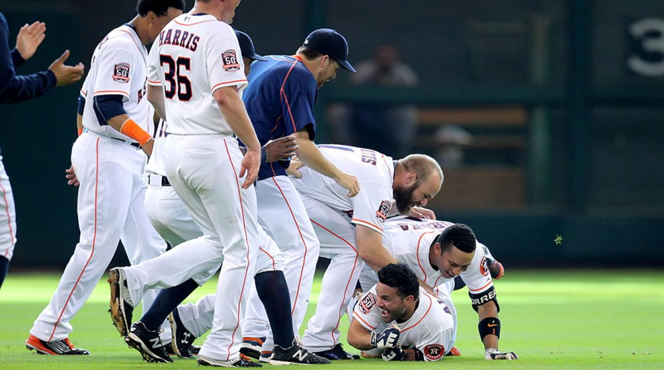 Houston Astros Jose Altuve walk off