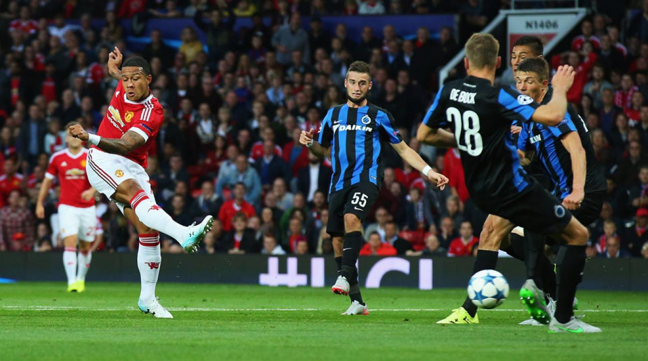 Memphis Depay scores for Manchester United against Club Brugge in their Champions League playoff