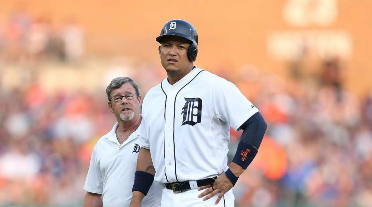 Detroit Tigers' Miguel Cabrera trades baseball for Fire Ausmus sign