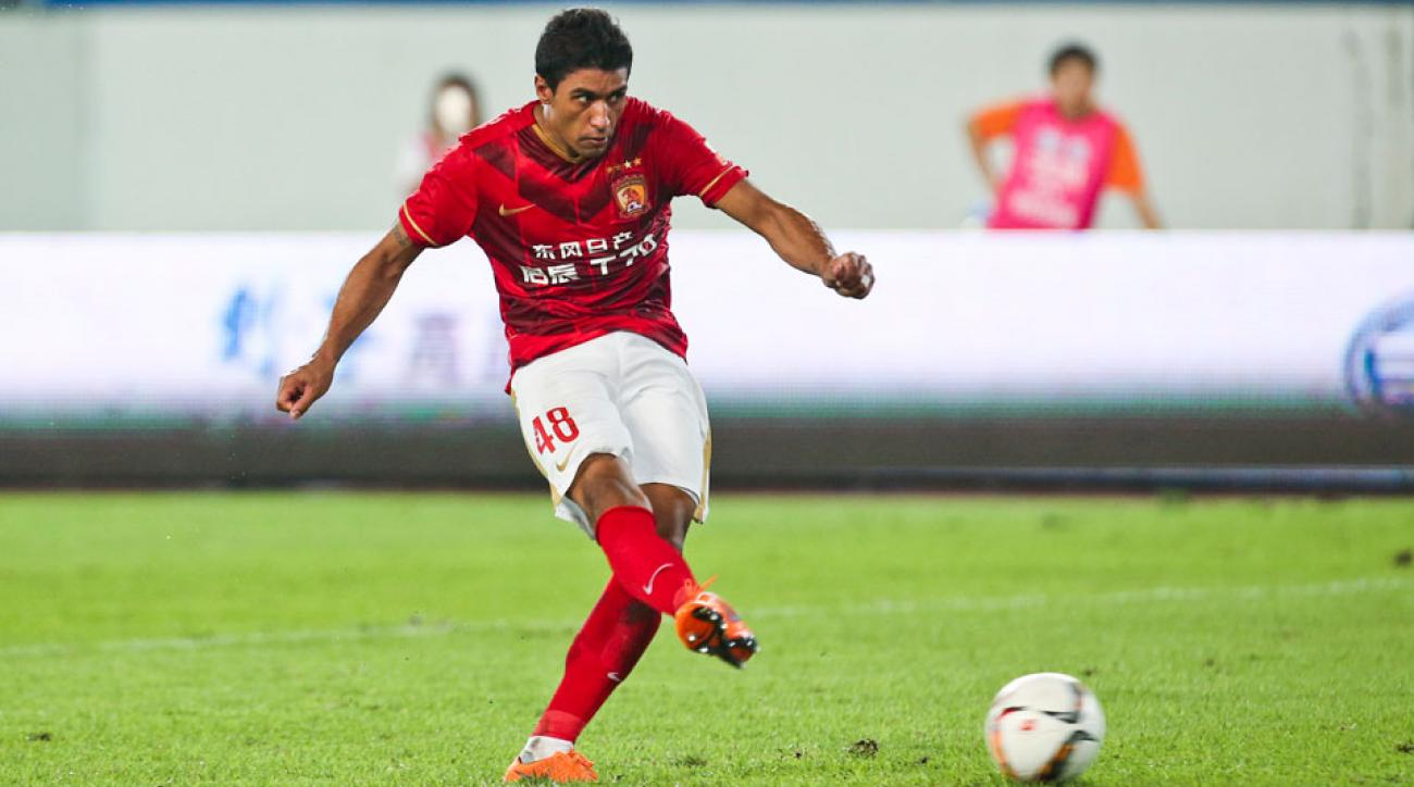 Paulinho scored on a gorgeous free kick in the Asian Champions League