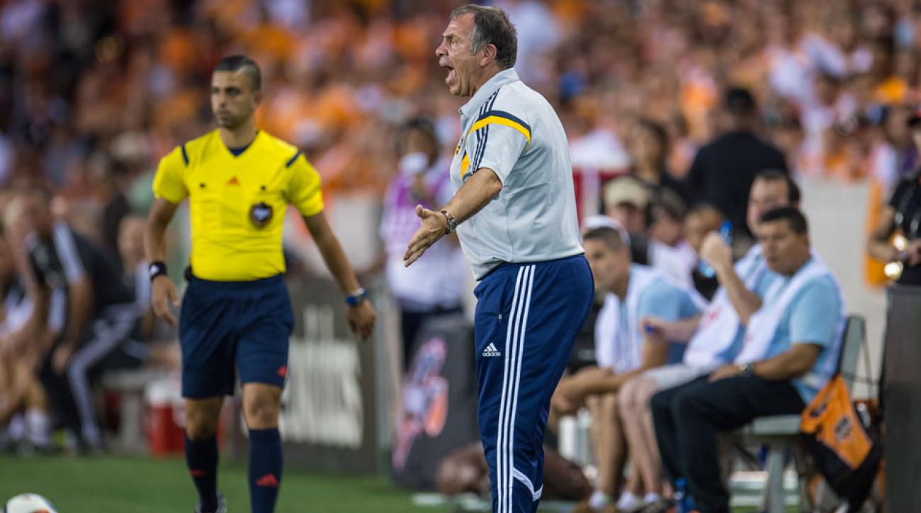 Bruce Arena is one of four fined by MLS for criticizing officials