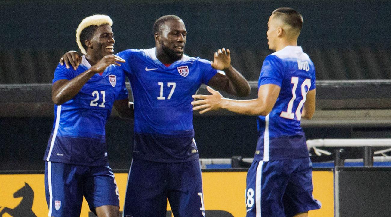 Gyasi Zardes, Bobby Wood congratulate Jozy Altidore after his goal vs. Peru