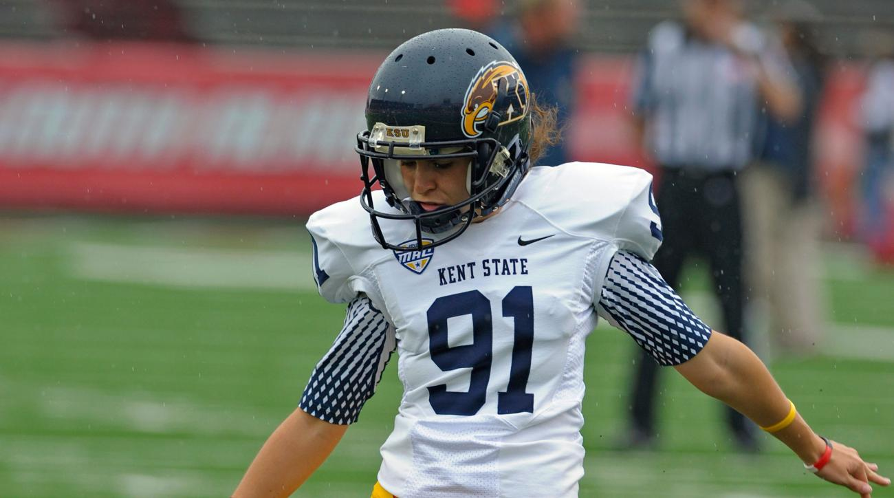 april goss kent state female kicker extra point