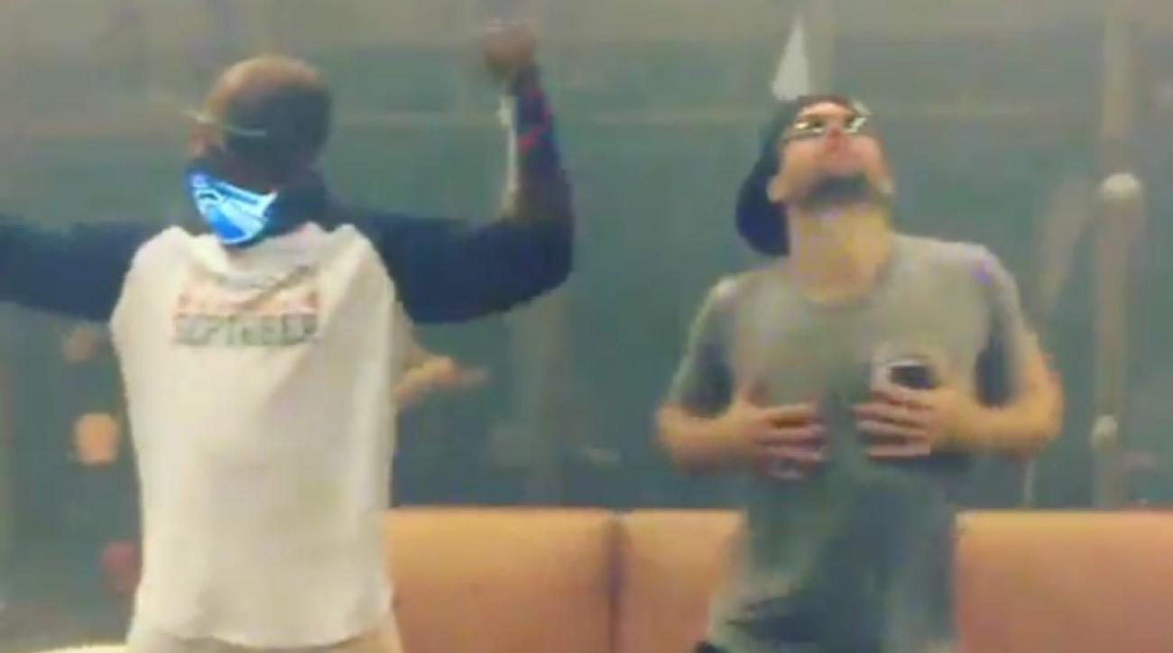 Minnesota Twins' Brian Dozier, Torii Hunter have clubhouse dance party