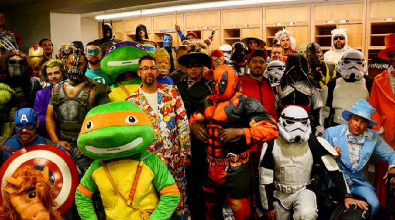 Pittsburgh Pirates wore superhero costumes for travel day