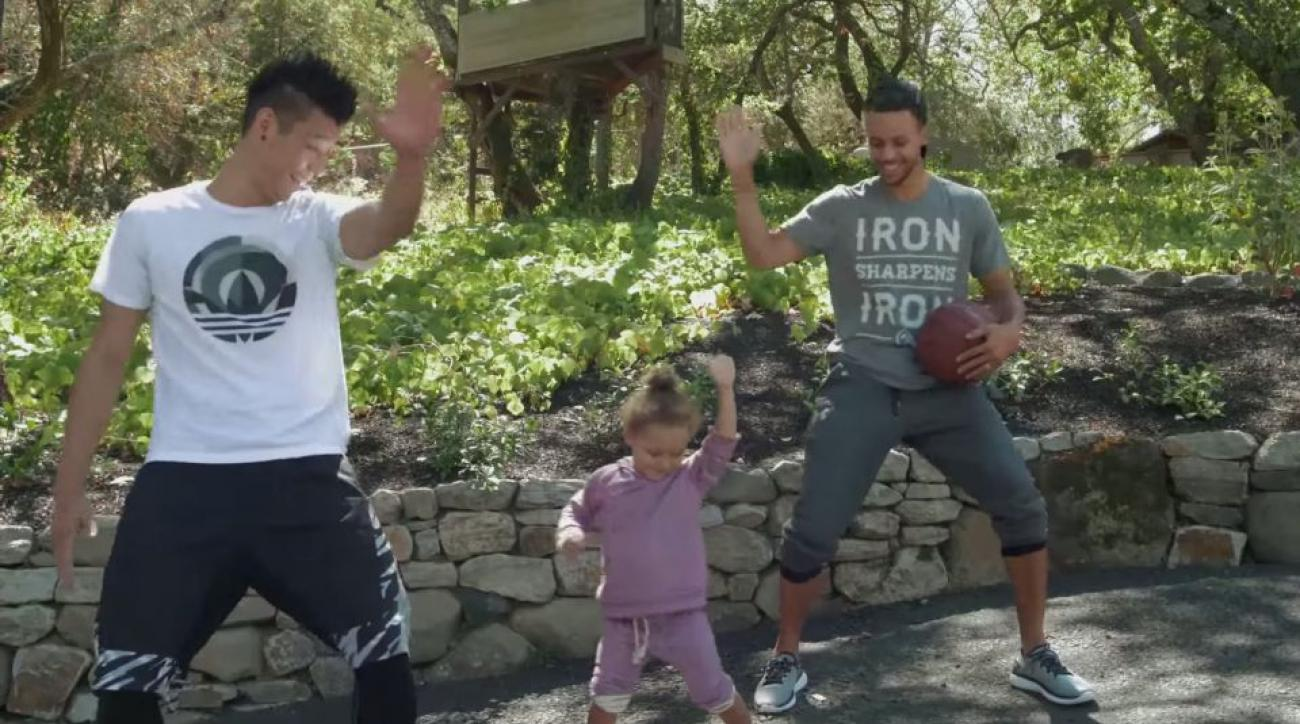 Jeremy Lin gets help fitting in from Stephen Curry