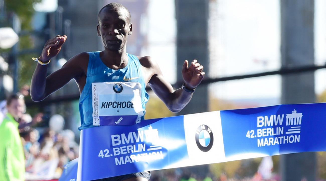 eliud kipchoge wins 2015 berlin marathon