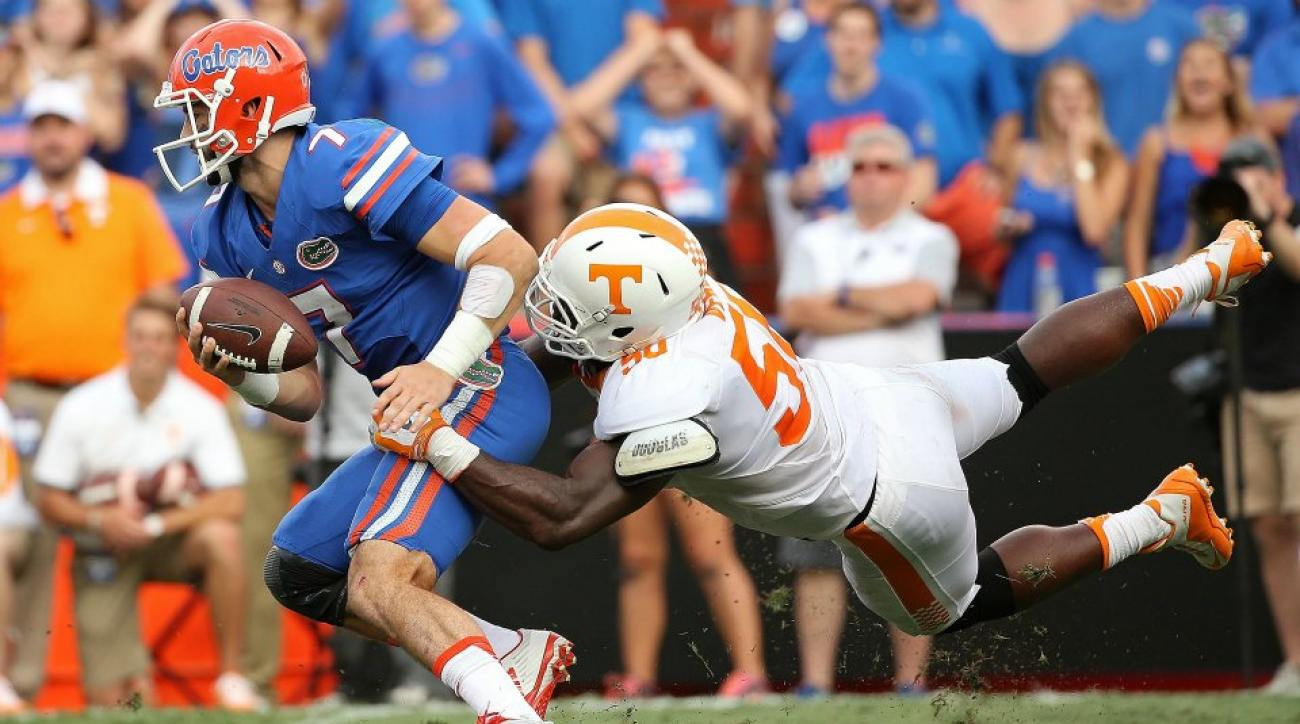 Florida players take on Tennessee fans in Arm wrestling