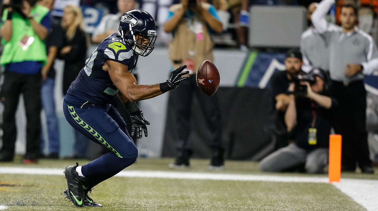 K.J. Wright's intentional bat of the football was missed by the officials. (Stephen Brashear/Getty Images)