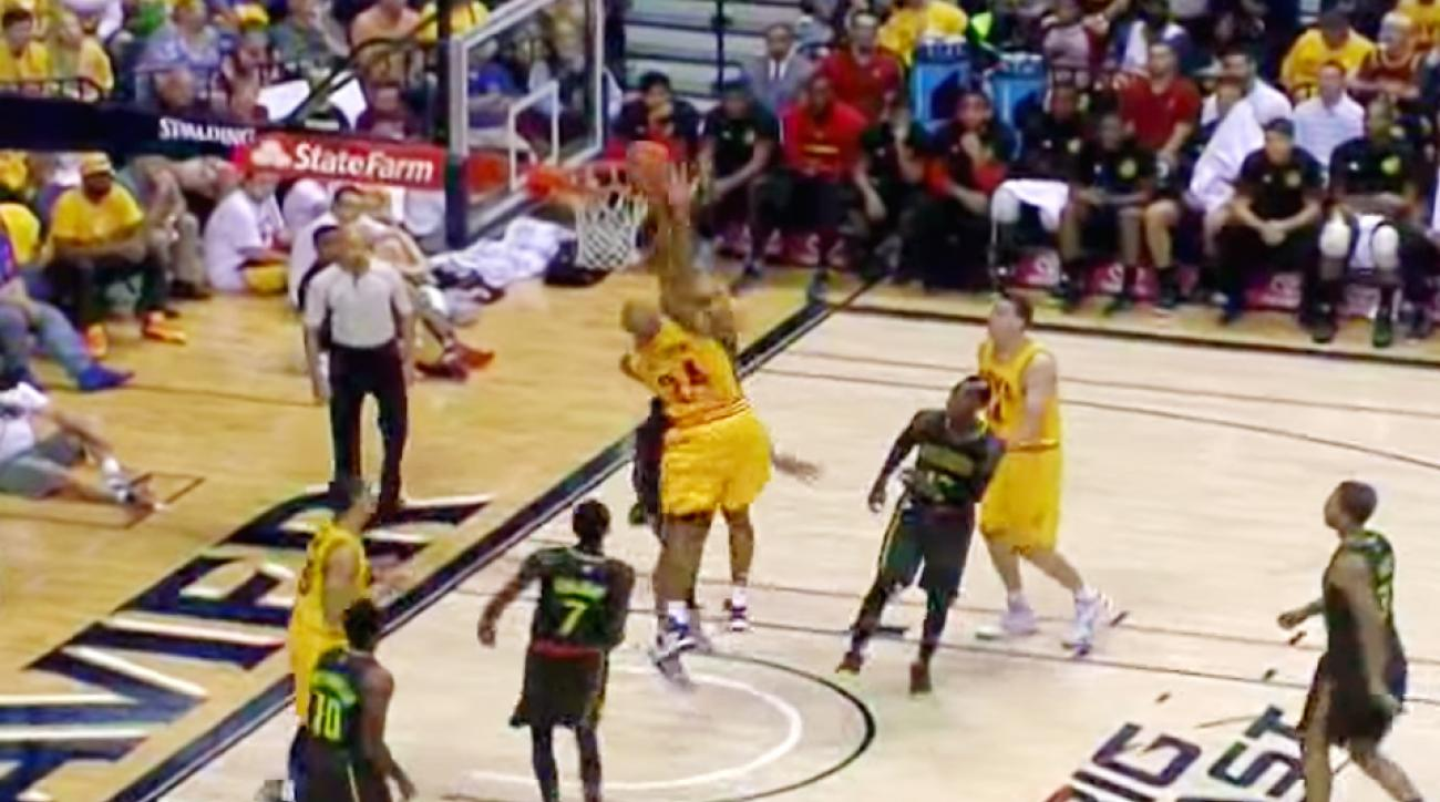 Richard Jefferson threw down a huge dunk on the Hawks.