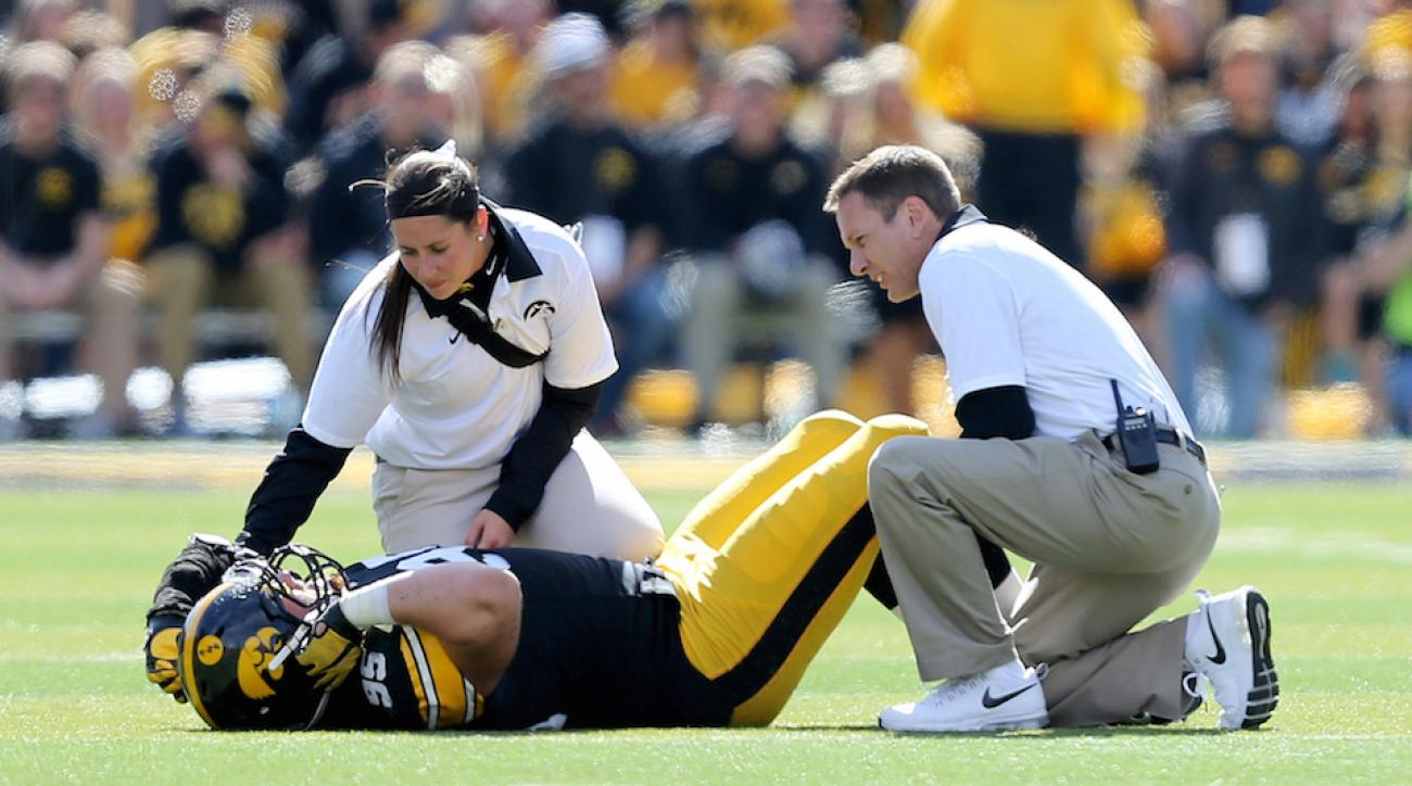 iowa hawkeyes drew ott tears acl
