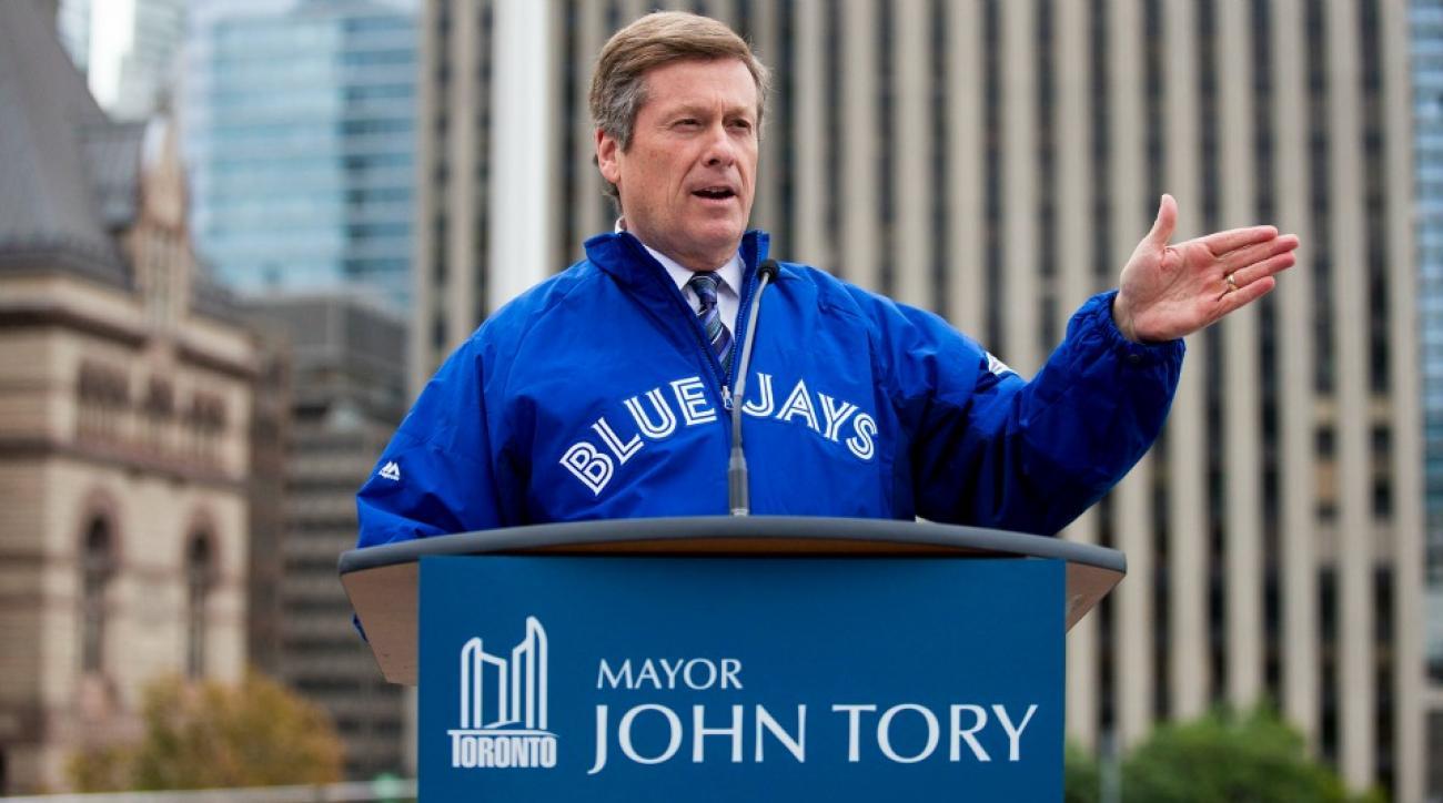 Toronto Blue Jays' Jose Bautista's bat flip mimicked by mayor