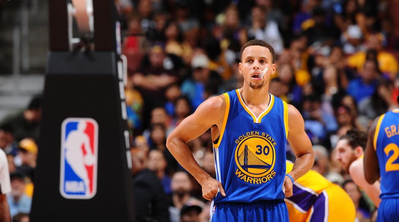 Shaq says he's never seen a small guard dominate like Steph Curry