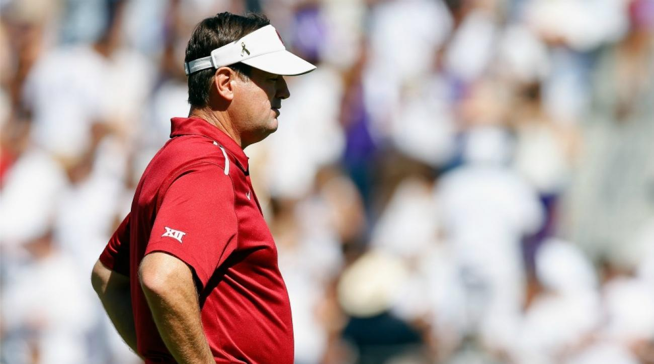 Oklahoma gets unexpected Bob Stoops statue delivery