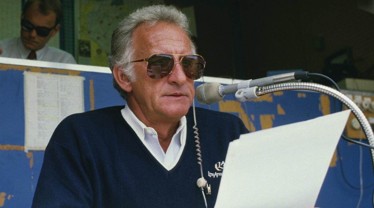 Milwaukee Brewers give away Bob Uecker talking alarm clock