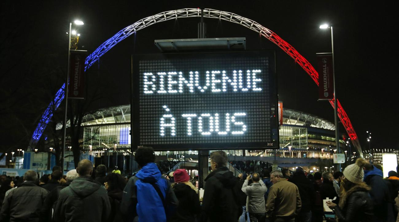 France-England: Fans sing French national anthem (video)   SI com