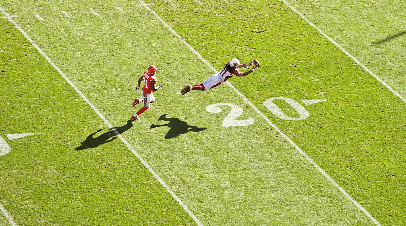 Larry Fitzgerald dives for a Carson Palmer pass in the Cardinals-Browns Week 8 game in the 2015 season.