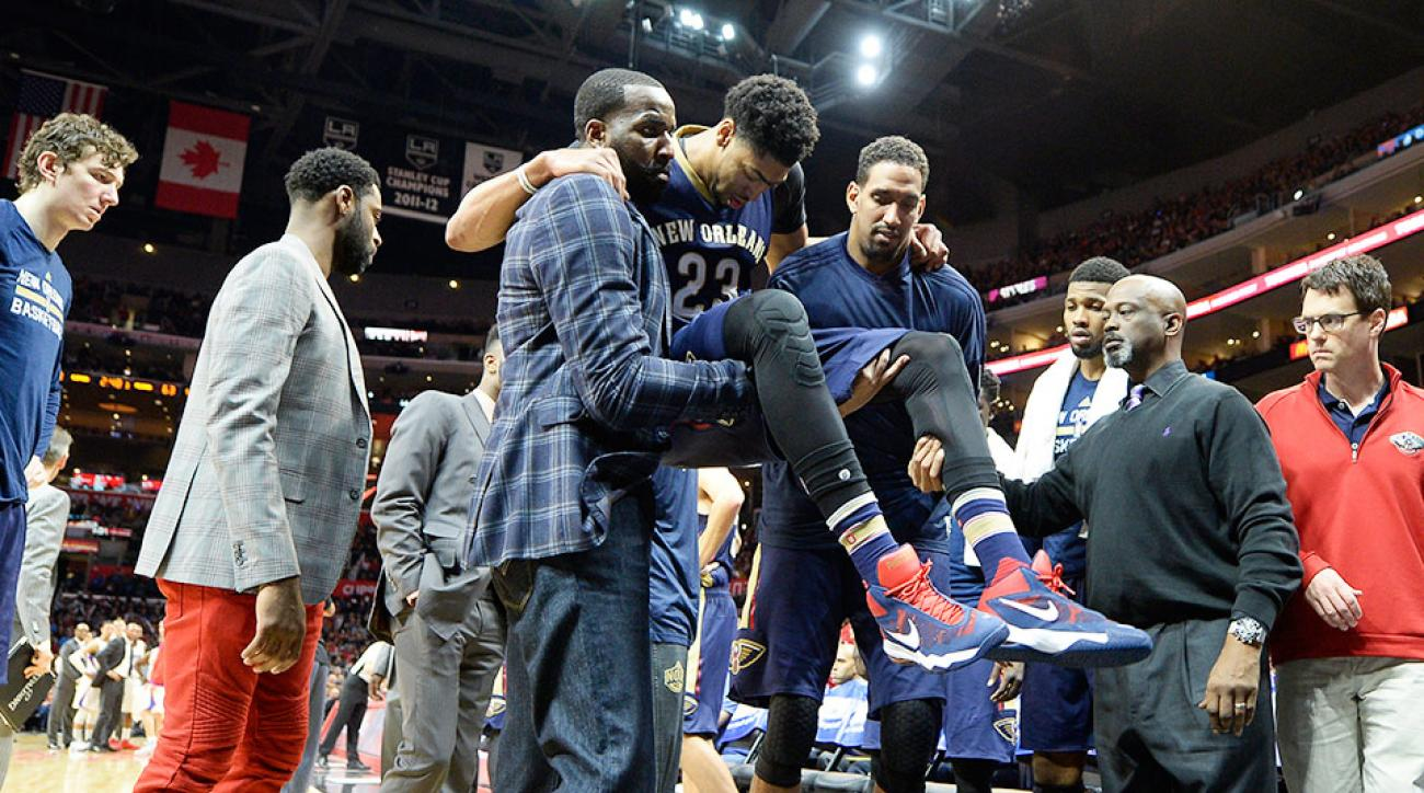 Anthony Davis video knee contusion Chris Paul collision