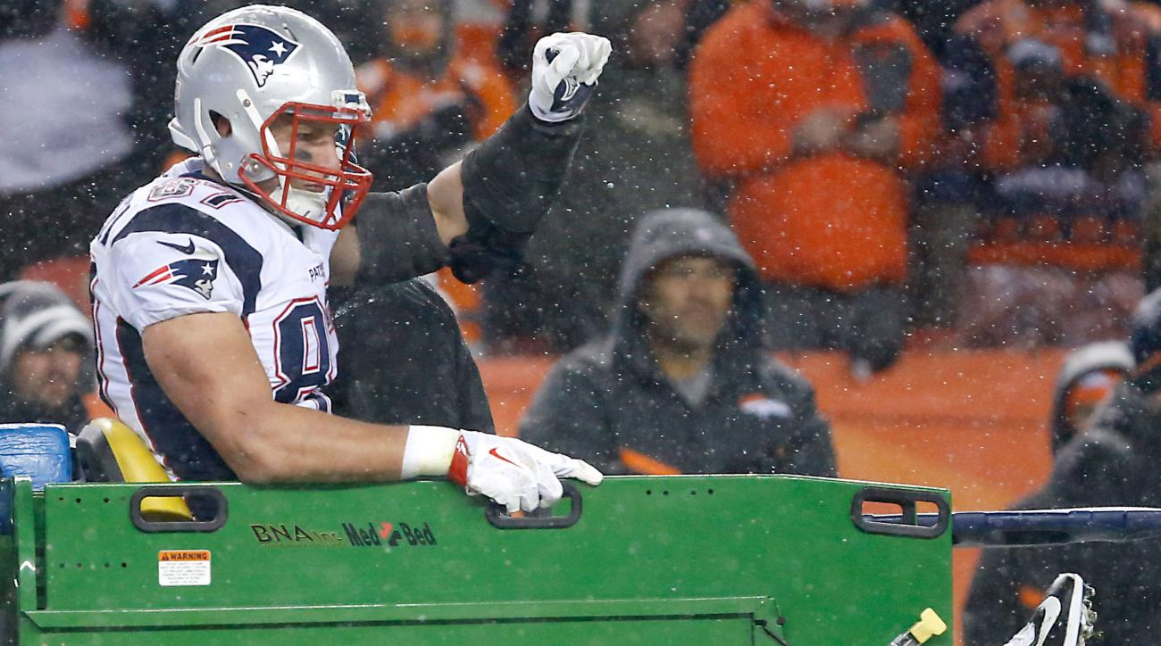patriots rob gronkowski knee injury update