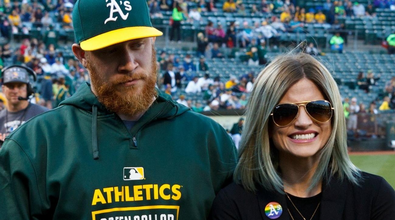 Oakland A's closer Sean Doolittle made his girlfriend dress up as Darth Vader for Star Wars