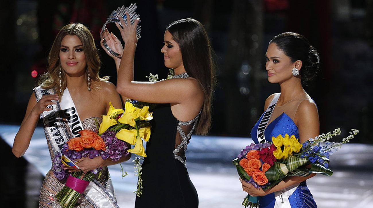 miss universe steve harvey colombia philippines mistake video