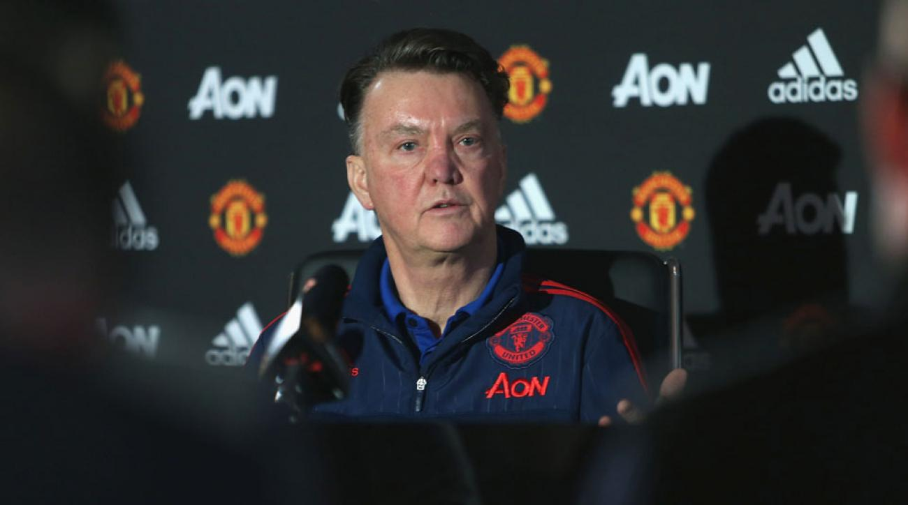 louis van gaal exits press conference manchester united