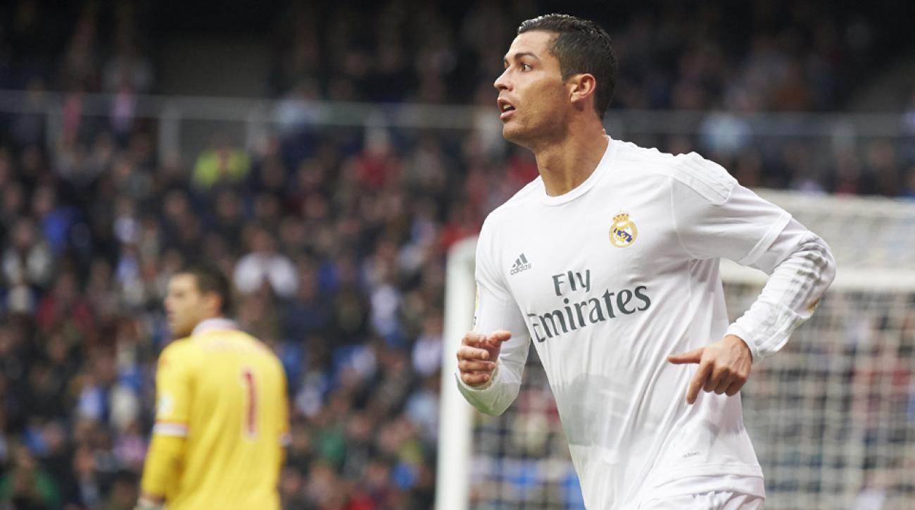 Watch: Cristiano Ronaldo, model Alessandra Ambrosio do keepy-uppies