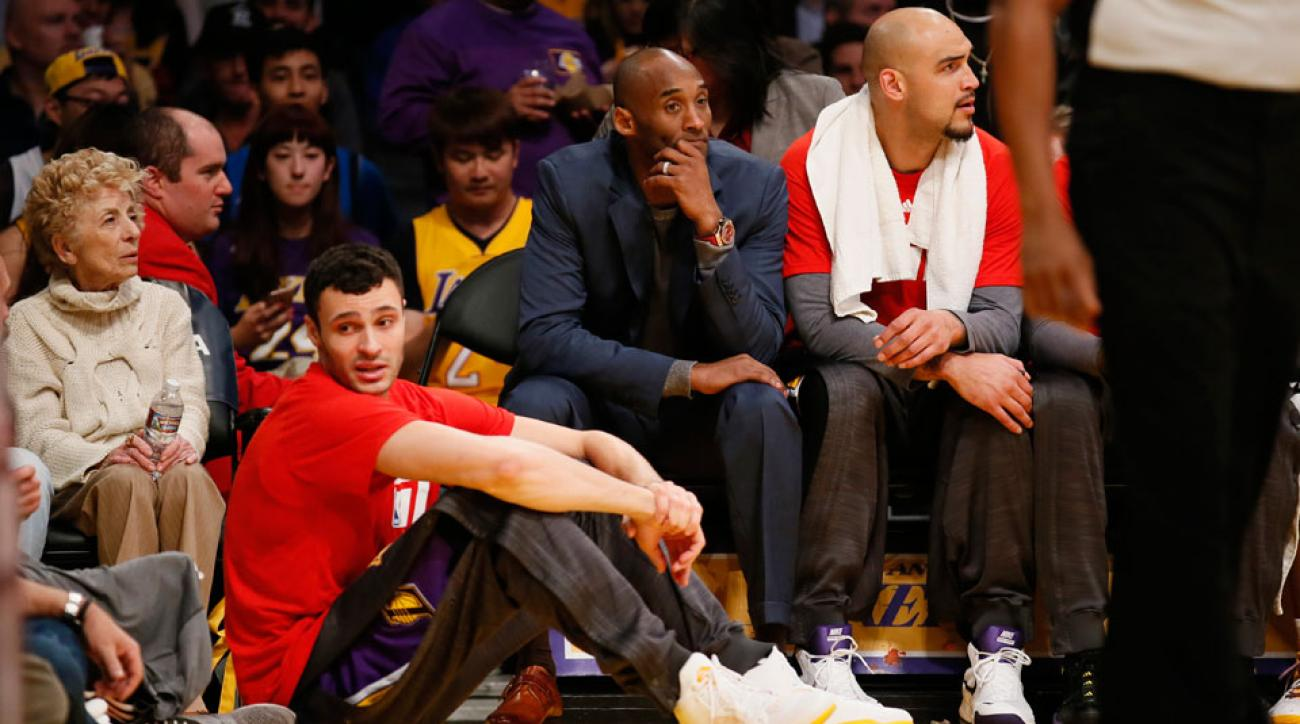 Kobe Bryant makes rookie Larry Nance Jr sit on floor during game