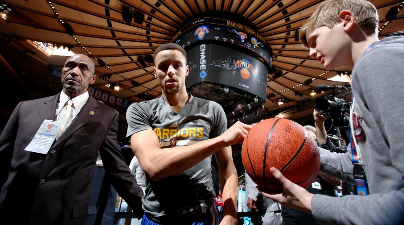 Knicks tease Warriors fans with bandwagon cam