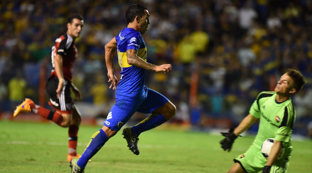 carlos tevez breaks goalkeeper jaw flying knee