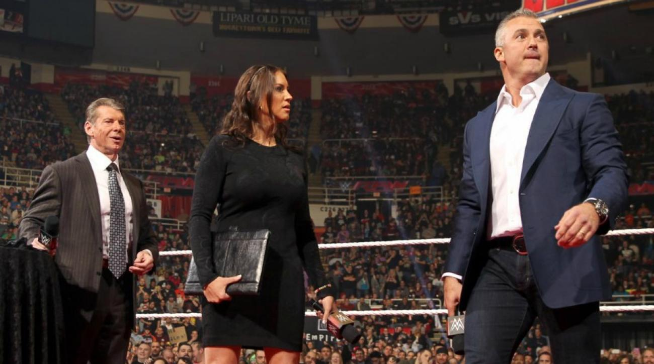 Shane McMahon will face Undertaker at Wrestlemania 32 in a Hell in a Cell