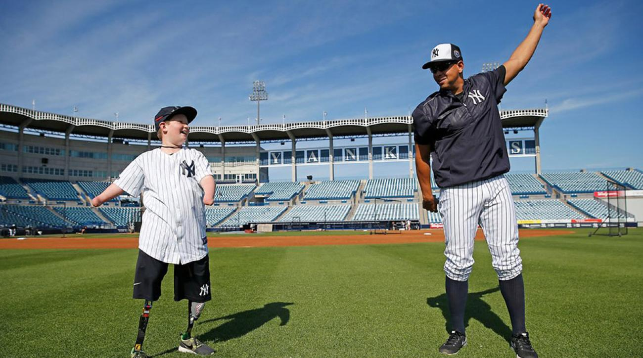 yankees sign landis sims born without hands legs