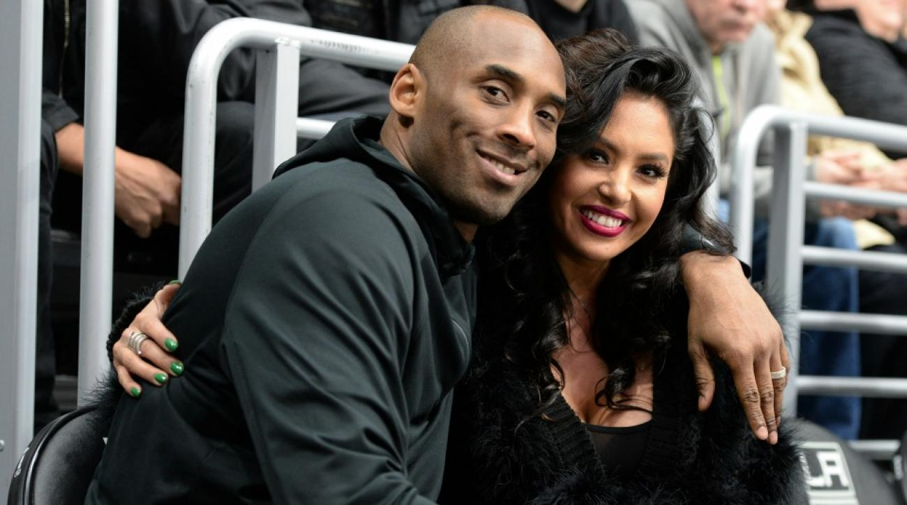 Lakers' Kobe Bryant appears on Kiss Cam at a hockey game