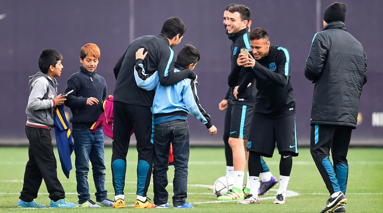 Young fans invade Barcelona training