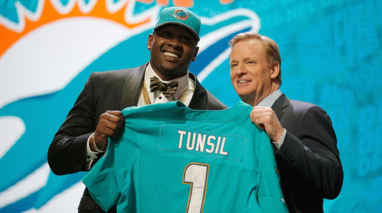 laremy tunsil signs miami dolphins