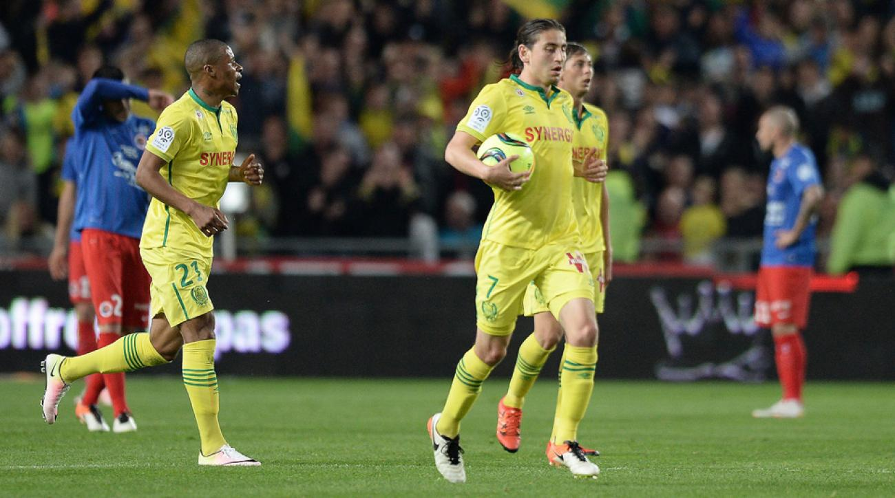 "Alejandro Bedoya leads Nantes fans in ""I Believe That We Will Win"""