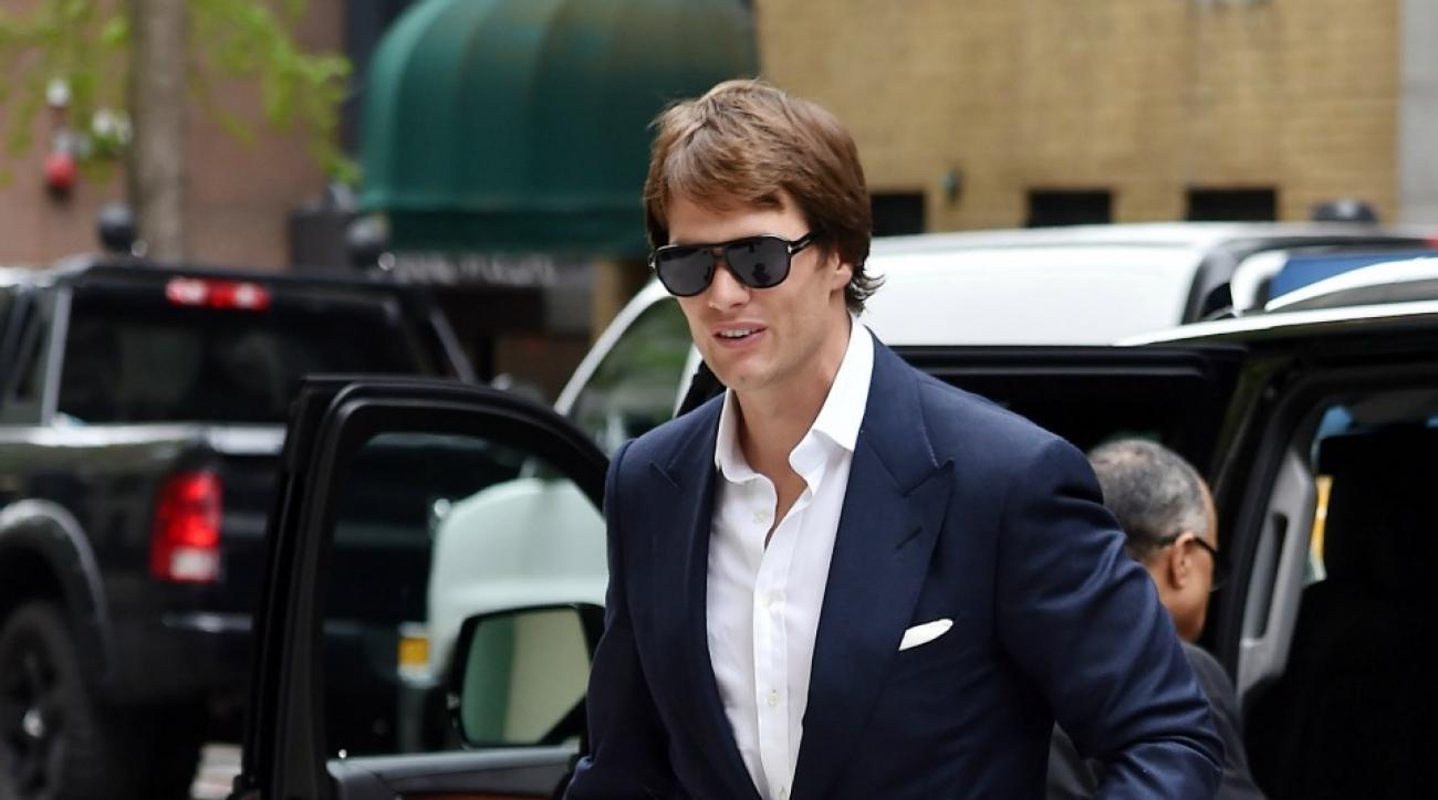 Patriots' Tom Brady stars in weird new mattress commercial