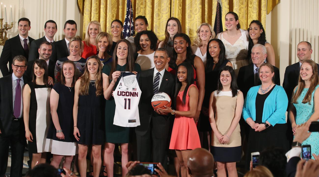 uconn-womens-basketball-president-obama-gift-breanna-stewart