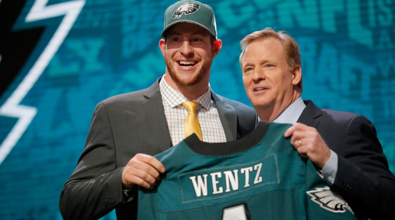 carson wentz signs rookie contract eagles