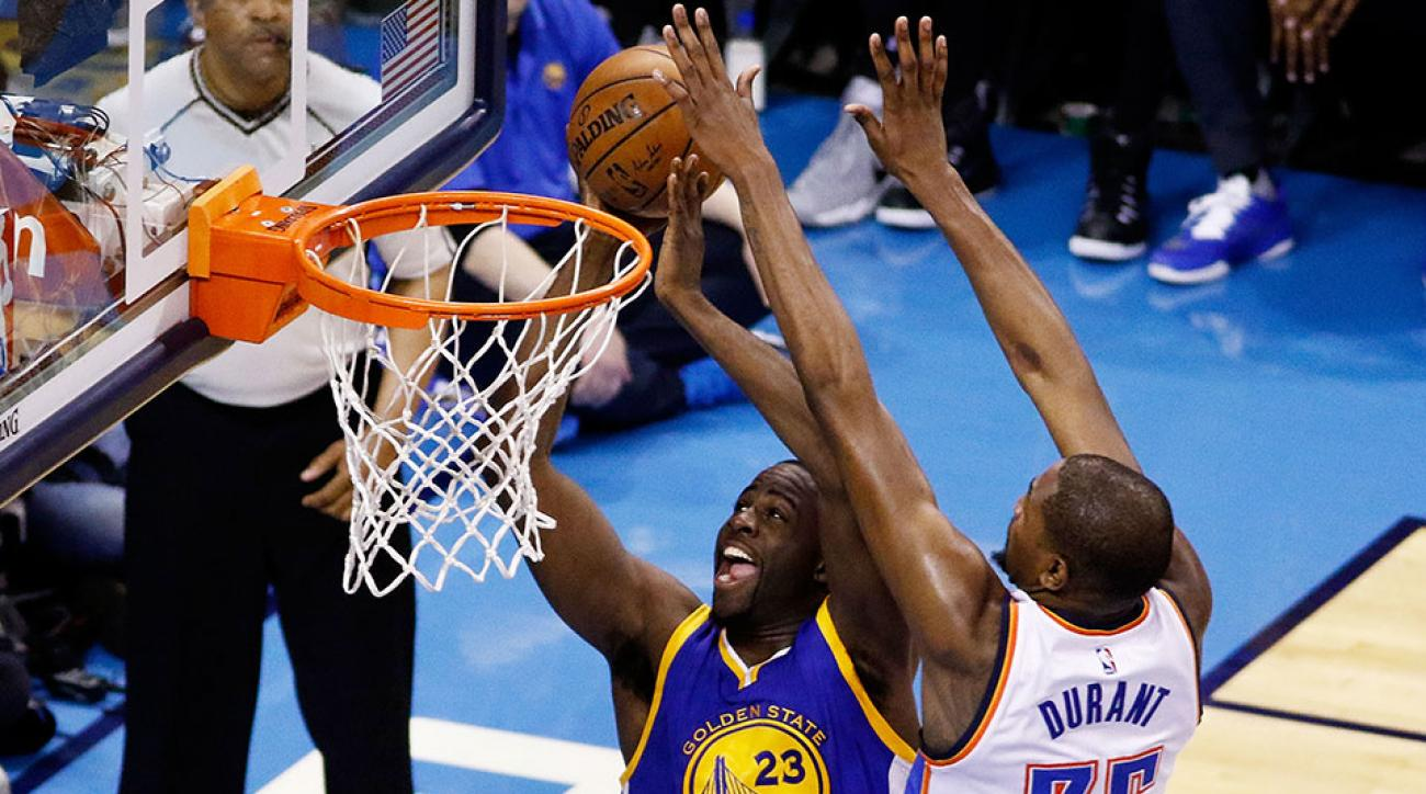 Kevin Durant blocks Draymond Green