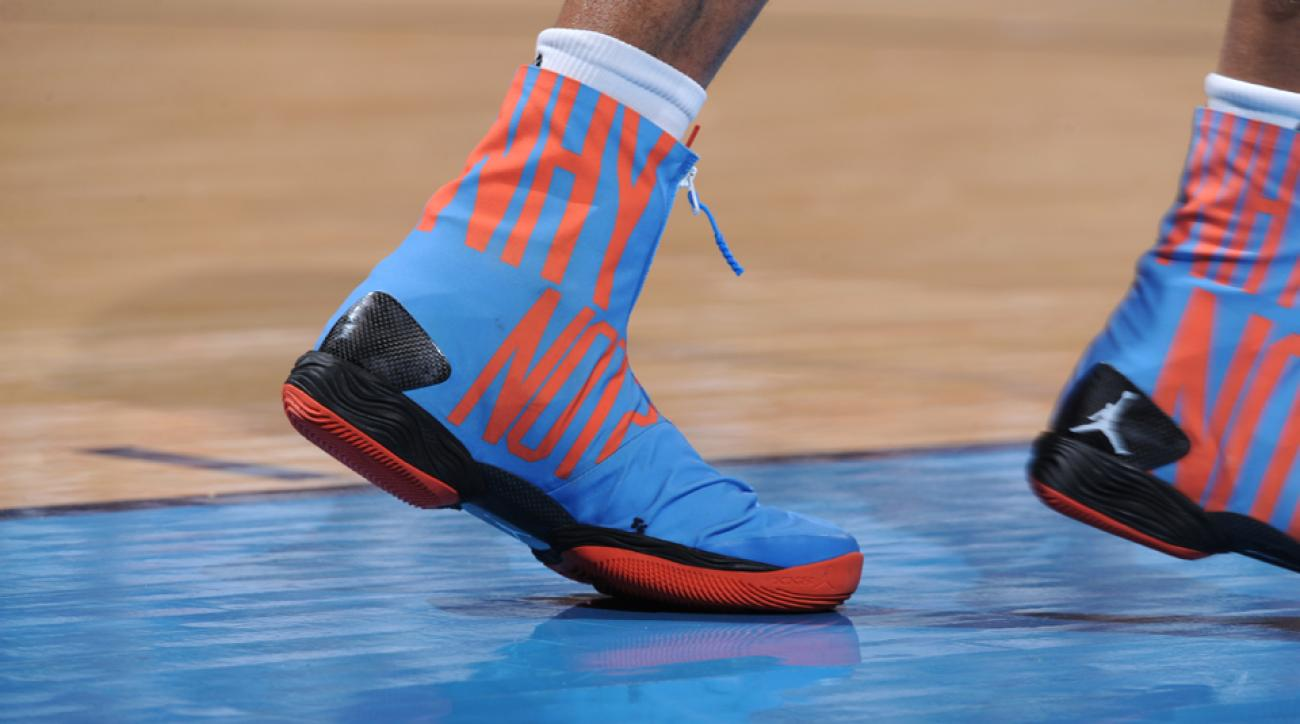 russell westbrook changes shoes