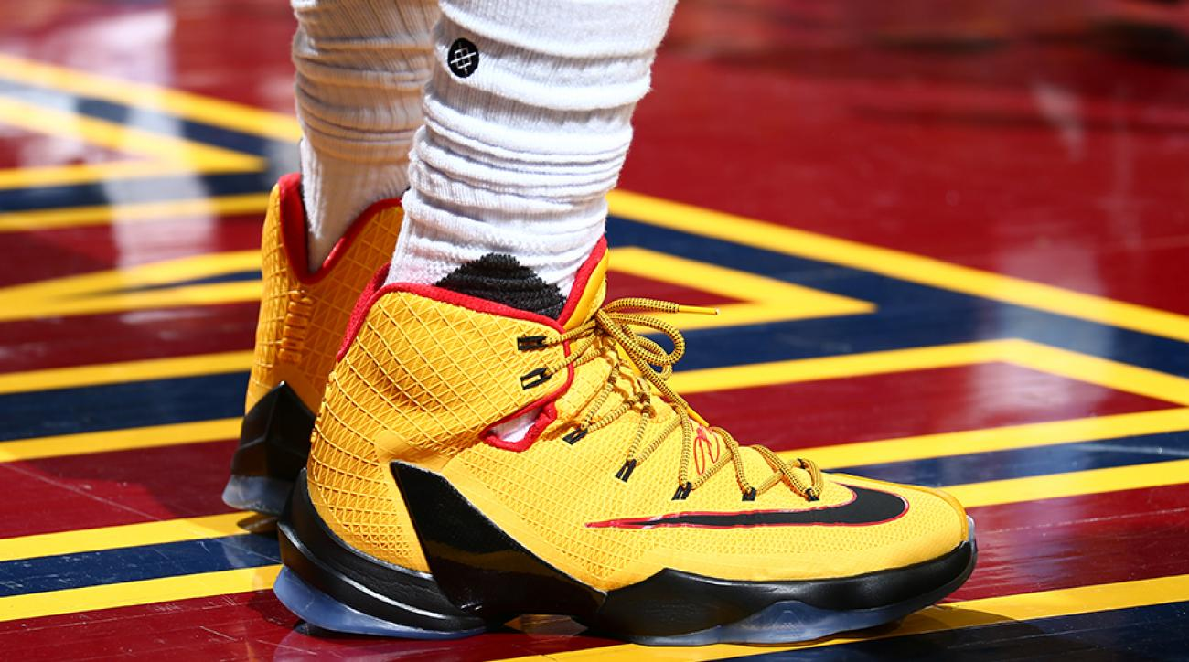 40a5b7a532792 Will LeBron James or Stephen Curry win sneaker wars