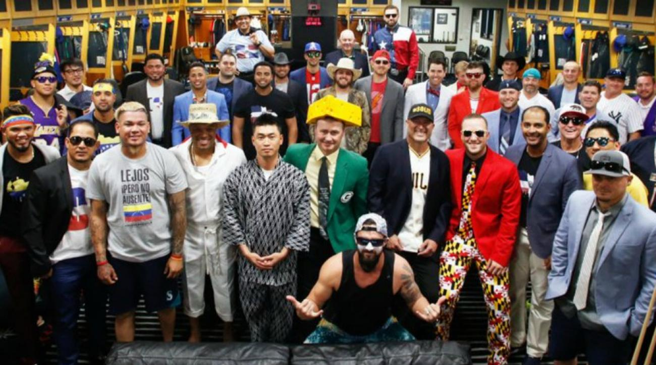Mariners show hometown pride with their team dress up day