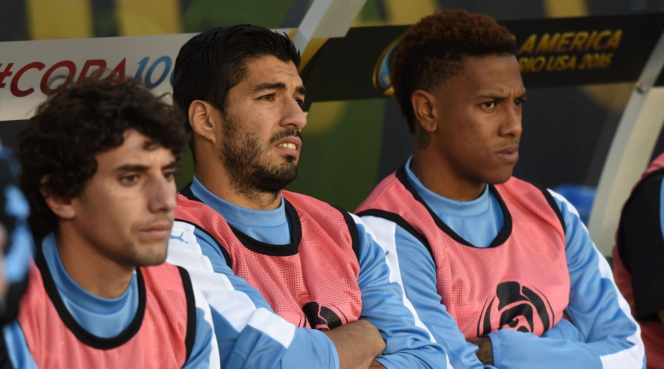 luis suarez uruguay venezuela bench