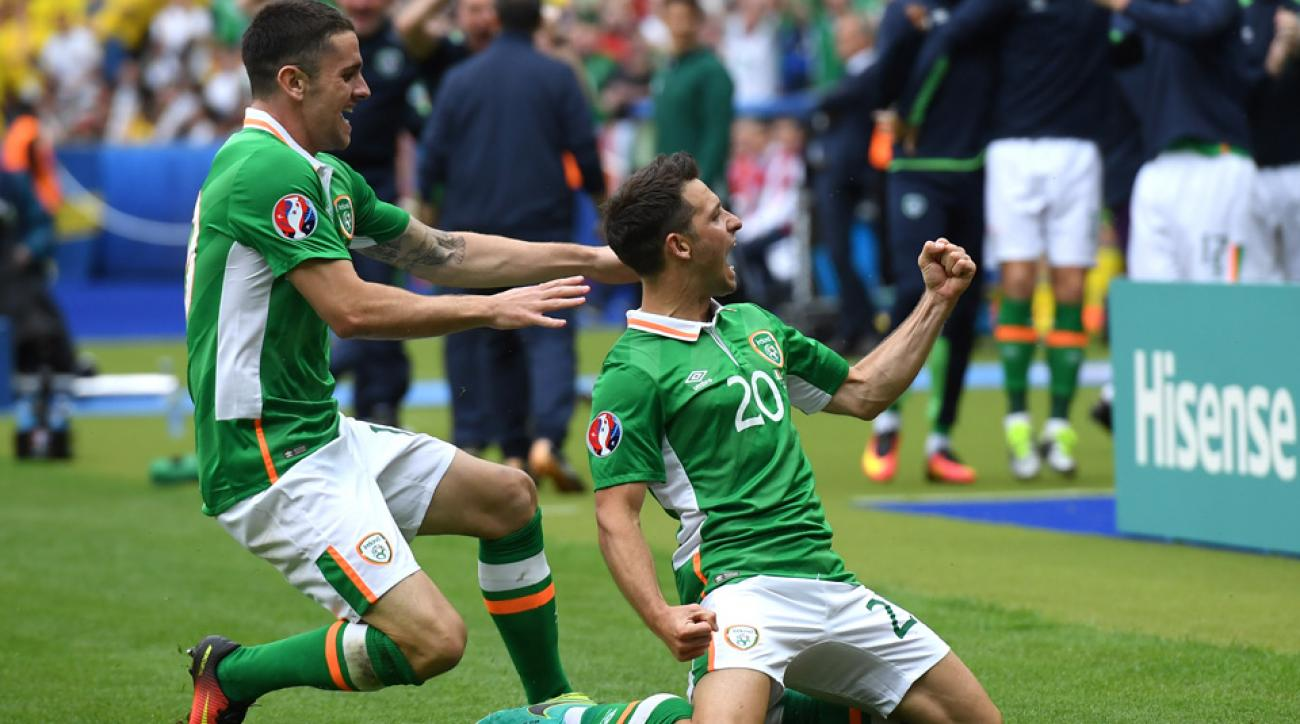Wes Hoolahan scores for Ireland vs. Sweden at Euro 2016