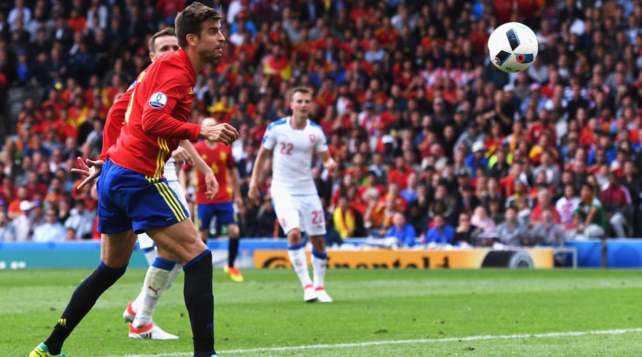 Gerard Pique scores the winner for Spain vs. Czech Republic at Euro 2016