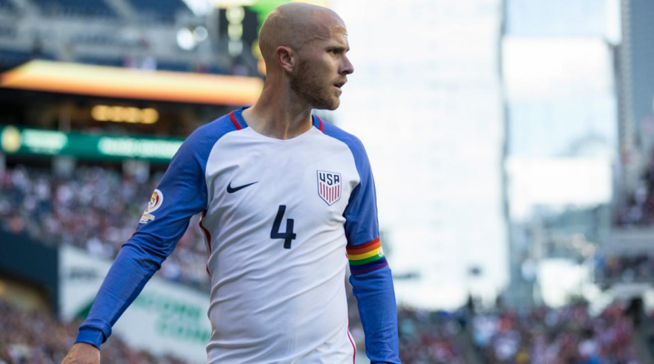 Michael Bradley dons a rainbow armband to honor the victims of the Orlando attacks